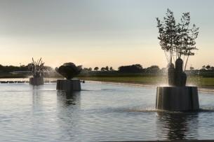 3 grote RVS kunstwerken in basin