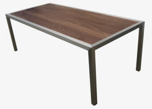 Tafel met noten houten blad
